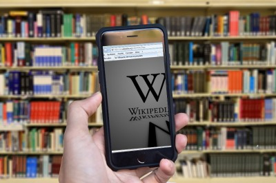 Mobile showing Wikipedia logo