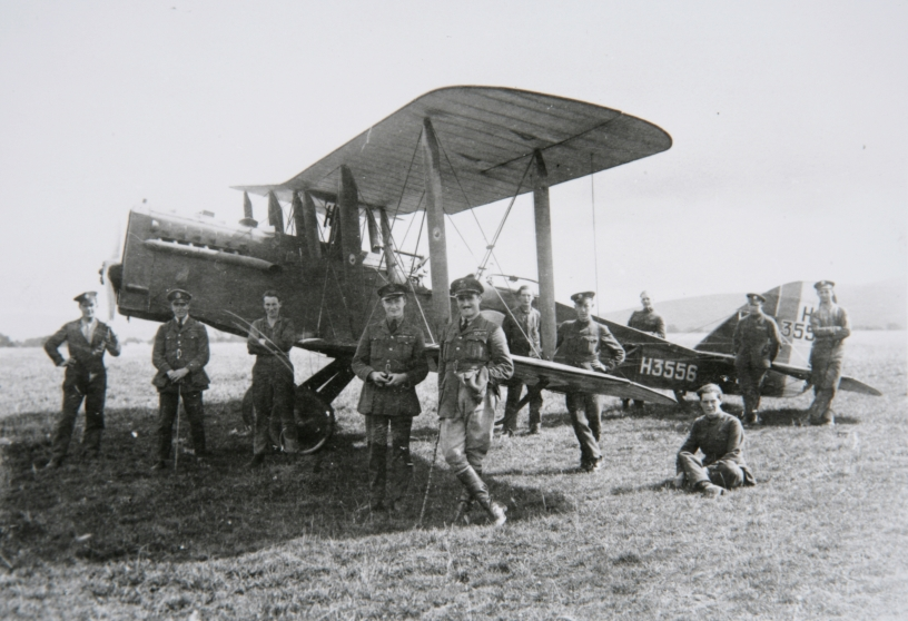Personnel of 100 Sqn RAF with a DH 9A bomber.